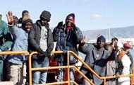 Поток мигрантов в ЕС снизился почти наполовину
