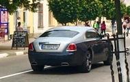 Сотрудница таможни записала на пожилую свекровь Rolls-Royce – СМИ