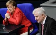 Немцы не поддерживают Меркель в споре по беженцам - опрос