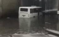 В Киеве затопило участок дороги