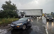 На трассе Киев-Чернигов автомобиль разорвало пополам