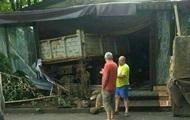 В Киеве грузовик въехал в кафе, водитель сбежал