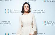 Даша Астафьева снялась топлес без макияжа