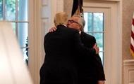 Юнкер рассказал, кто кого поцеловал на встрече с Трампом