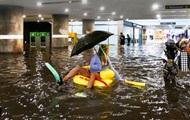 В затопленном дождями подземном переходе шведы устроили бассейн