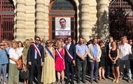 Портрет Сенцова вывесили на мэрии Парижа