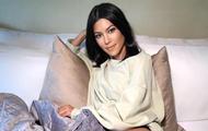 Кортни Кардашьян вышла в свет в одном пиджаке