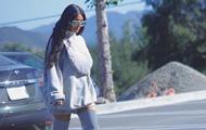 Ким Кардашьян прогулялась без нижнего белья