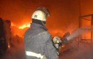 В Киеве горели два автомобиля, пострадал ребенок