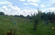 Под Одессой построили детскую площадку на кладбище