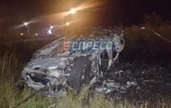 В Киеве слетел с дороги и загорелся Mercedes, водитель погиб