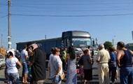 Под Одессой люди перекрыли дорогу: протестуют против проезда фур