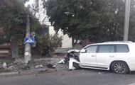 В Одессе Lexus протаранил электроопору и МАФ