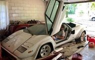 Внук обнаружил в гараже бабушки редкий суперкар