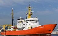 Италия снова отказала судну с мигрантами в доступе к портам
