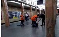 Полицейскому объявили подозрение из-за избиения мужчины в метро Киева