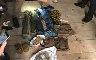 В гараже Киева нашли арсенал нелегального оружия