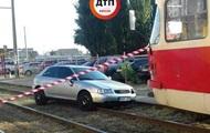Пьяный водитель сбил семью на переходе в Киеве