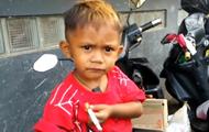 В Индонезии малыш курит 40 сигарет в день - Real estate