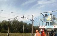 В Днепропетровской области мужчина залез на электроопору