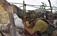 На Донбассе 12 обстрелов, ранен военный