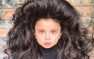 Аномально пышные волосы девочки сделали ее звездой