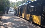 В Киеве столкнулись маршрутка и троллейбус, есть пострадавшие