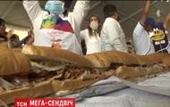 В Мехико приготовили сэндвич длиной 70 метров
