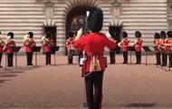 Охрана Букингемского дворца исполнила хит Ареты Франклин