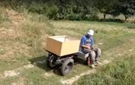 На Тернопольщине фермер собрал радиоуправляемую электротачку
