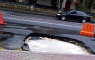 В центре Киева провалилась проезжая часть
