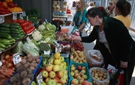 Украинцы тратят на еду большую часть зарплаты