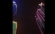 В Грозном канатоходец прошел 50 метров между двумя высотками