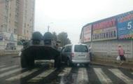 В Виннице столкнулись БТР и автомобиль