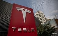 Покуривший марихуану Илон Маск обвалил акции Tesla на 10%