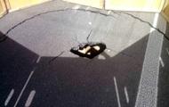 В Киеве на дороге образовалась яма глубиной четыре метра