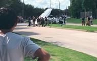 Самолет рухнул на проезжую часть в США