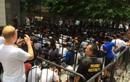 Фанати Apple вишикувалися в чергу за iPhone XS