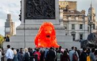 В Лондоне скульптура льва сочиняет стихи