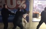 В Киеве мужчину избили возле супермаркета
