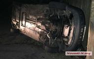 В Николаеве таксисты перевернули авто водителя, избившего их коллегу