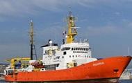 Кораблю с мигрантами запретили зайти в порт Марселя