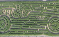 Мужчина создал лабиринт из кукурузы в форме авто