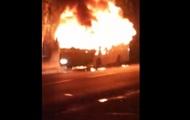 В Черновцах посреди улицы сгорела маршрутка