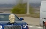 В Грузии замечен Bentley с головой Сталина