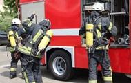В Киеве на пожаре погиб мужчина и сгорели три машины