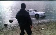 В Киеве авто скатилось в Днепр, водитель погиб