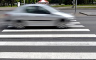 В Литве запретили пользоваться мобильными на переходах