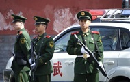 Китаец напал на прохожих и врезался в толпу на авто, есть жертвы