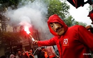 Протесты в Париже: полиция применила слезоточивый газ